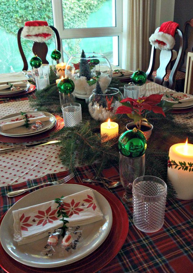 mesa de nochebuena en rojo y verde
